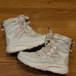 Nike Tanjun sneaker/boot hybrid women sz 6.5